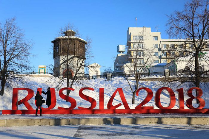 """Der WM 2018 Spielplan: """"RUSSIA 2018"""" in Yekaterinburg am 30.Januar 2017 - genau 500 Tage vor dem Beginn des FIFA World Cup 2018. / AFP PHOTO / Vladislav Lonshakov"""