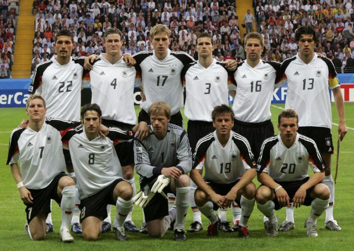 Die deutsche Nationalmannschaft am 15. Juni 2005 beim ConfedCup 2005 in Frankfurt. AFP PHOTO MARCUS BRANDT