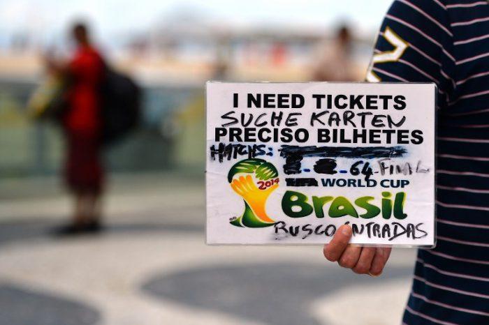 An der Copacabana in Rio de Janeiro am 11.July 2014, 2 Tage vor dem FIFA World Cup finale zwischen Deutschland und Argentinien. AFP PHOTO / GABRIEL BOUYS
