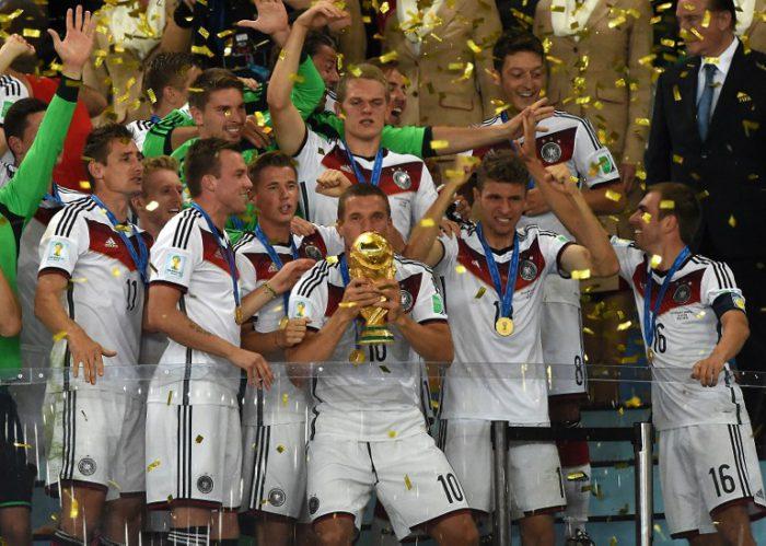 Deutschland gewinnt den WM 2014 Pokal im Maracana Stadium in Rio de Janeiro am 13. Juli 2014. AFP PHOTO / PEDRO UGARTE