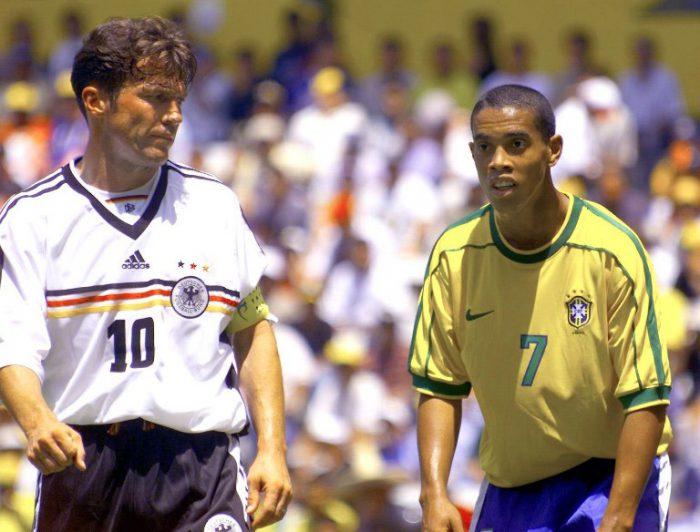 Lothar Matthaus (L) und Ronaldinho aus Brasilien (7),beim FIFA Confederations Cup tournament Guadalajara, Mexico, 24 July,1999. AFP PHOTO/JORGE SILVA