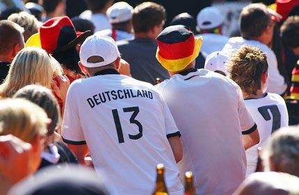 Deutschlandfans beim Public Viewing - © DOC RABE Media - Fotolia.com