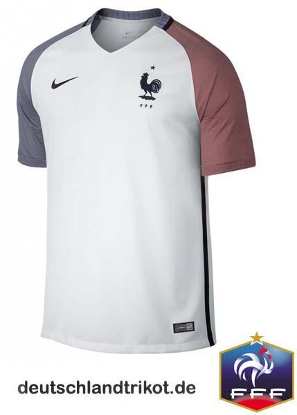 Das Auswärtstrikot der Equipe Tricolore bei der EM 2016: Die blauen und roten Ärmel formen mit der Grundfarbe des Trikots die Flagge Frankreichs.