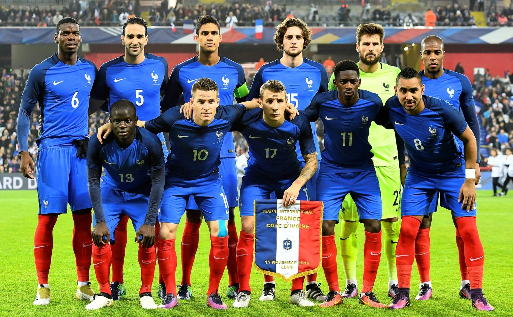 Frankreichs Startelf vor dem Freundschaftsspiel gegen die Elfenbeinküste im November 2016. / AFP PHOTO / FRANCK FIFE