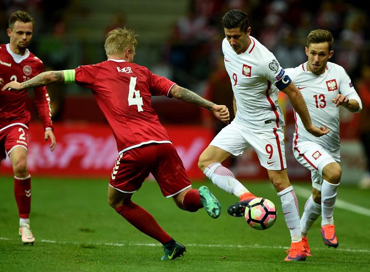 Robert Lewandowski ist der absolute Superstar Polens; alleine wird er die Mannschaft jedoch nicht zum Erfolg führen können. AFP PHOTO.