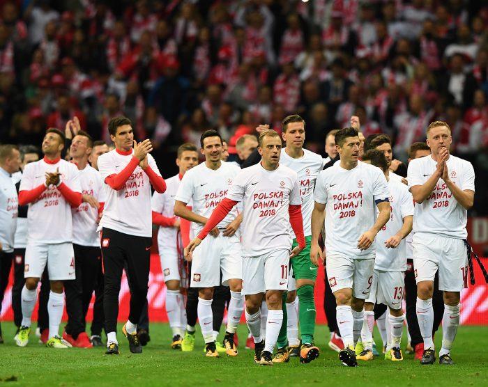 Polens Nationalspieler freuen sich nach dem 4:2 gegen Montenegro am 8.Oktober 2017. / AFP PHOTO / JANEK SKARZYNSKI