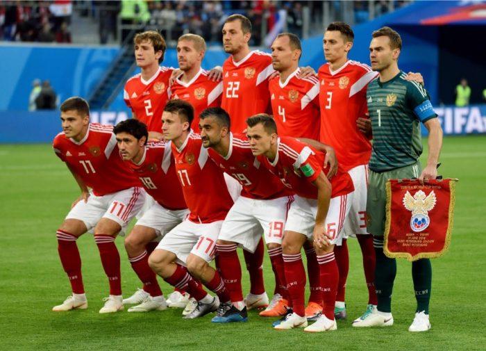 Russland zieht ins WM Achtelfinale bei der Fußball WM 2018 ein (Alizada Studios / Shutterstock.com)